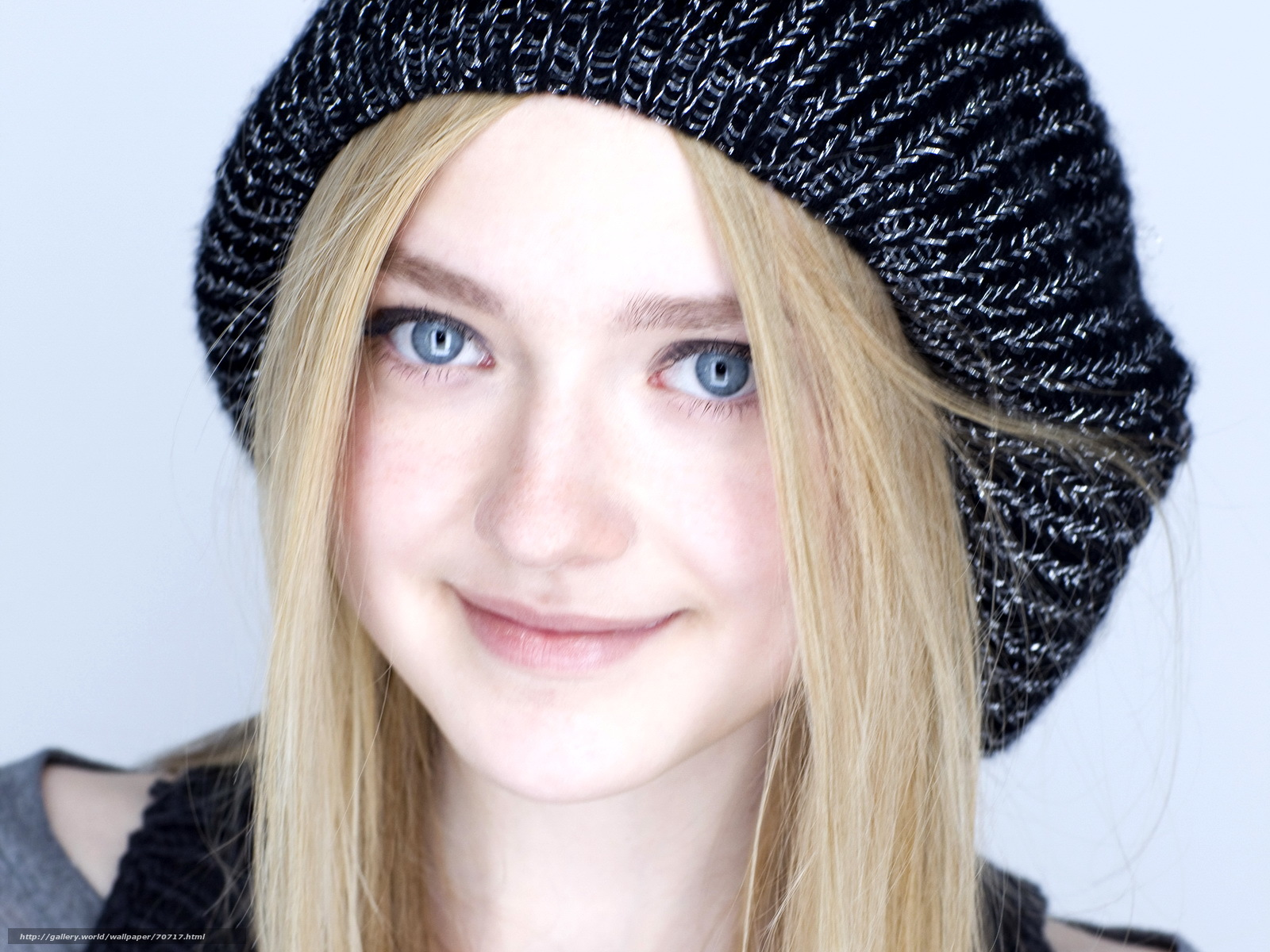 http://allwallpaper00.blogspot.com/2012/10/dakota-fanning-good-wallpaper.html