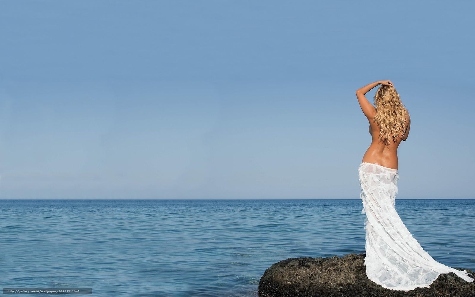 Фото девушек со спины на фоне океана 8 фотография