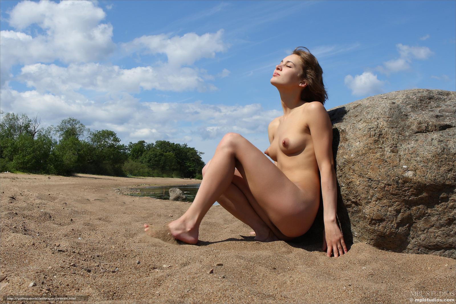 Сексуальные стройные голые девушки