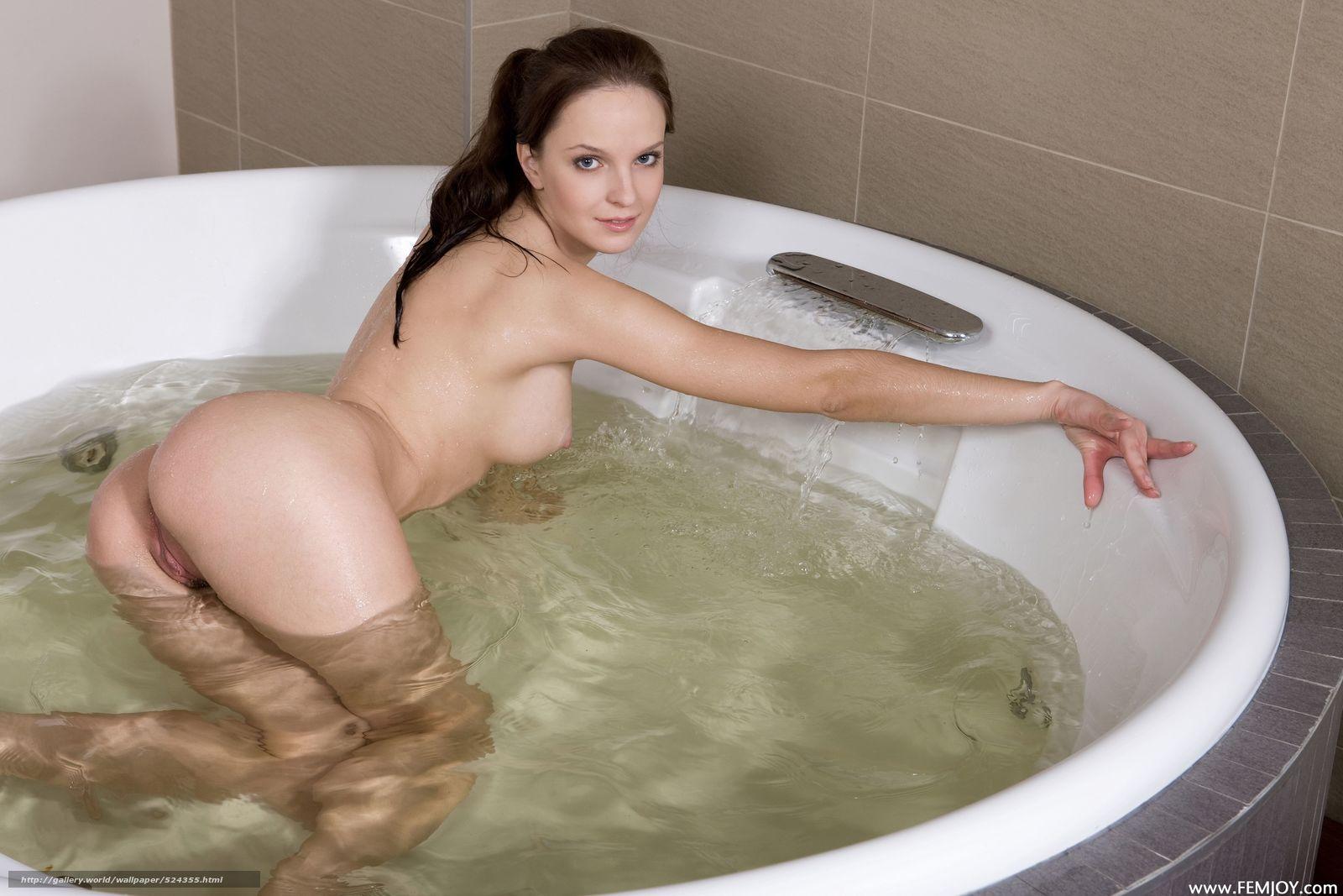 Смотреть онлайн как девушки моются в бане 9 фотография
