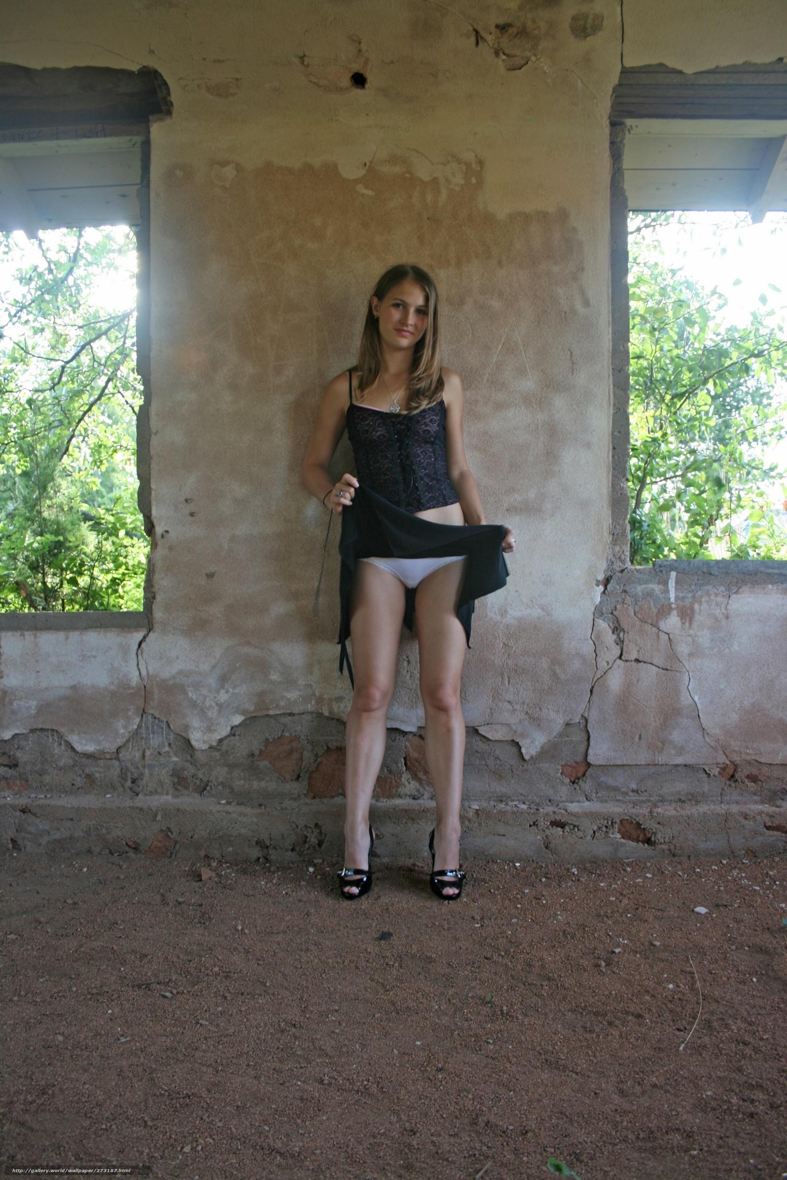 У девушек в мини юбках без белья 9 фотография
