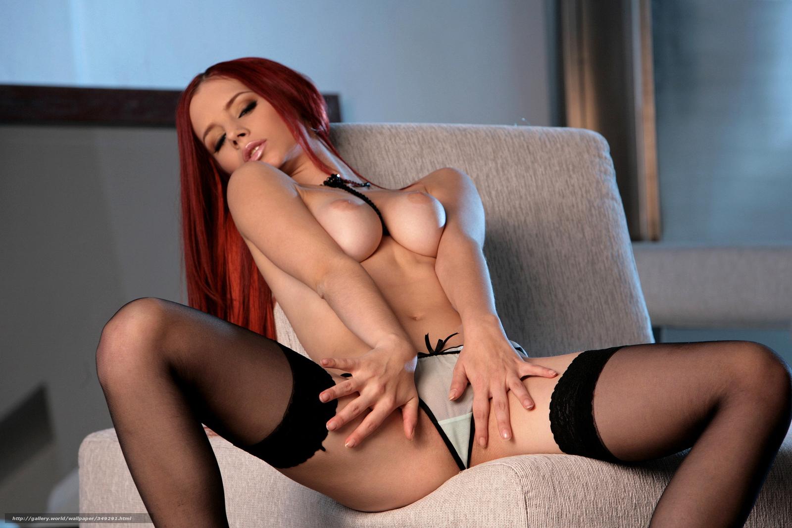Порно фото. Рыжая развратница с красивой грудью и не менее