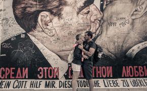 мужчина, женщина, поцелуй, любовь, Леонид Брежнев, Эрих Хонеккер, стена, рисунок, автографы, gdefon